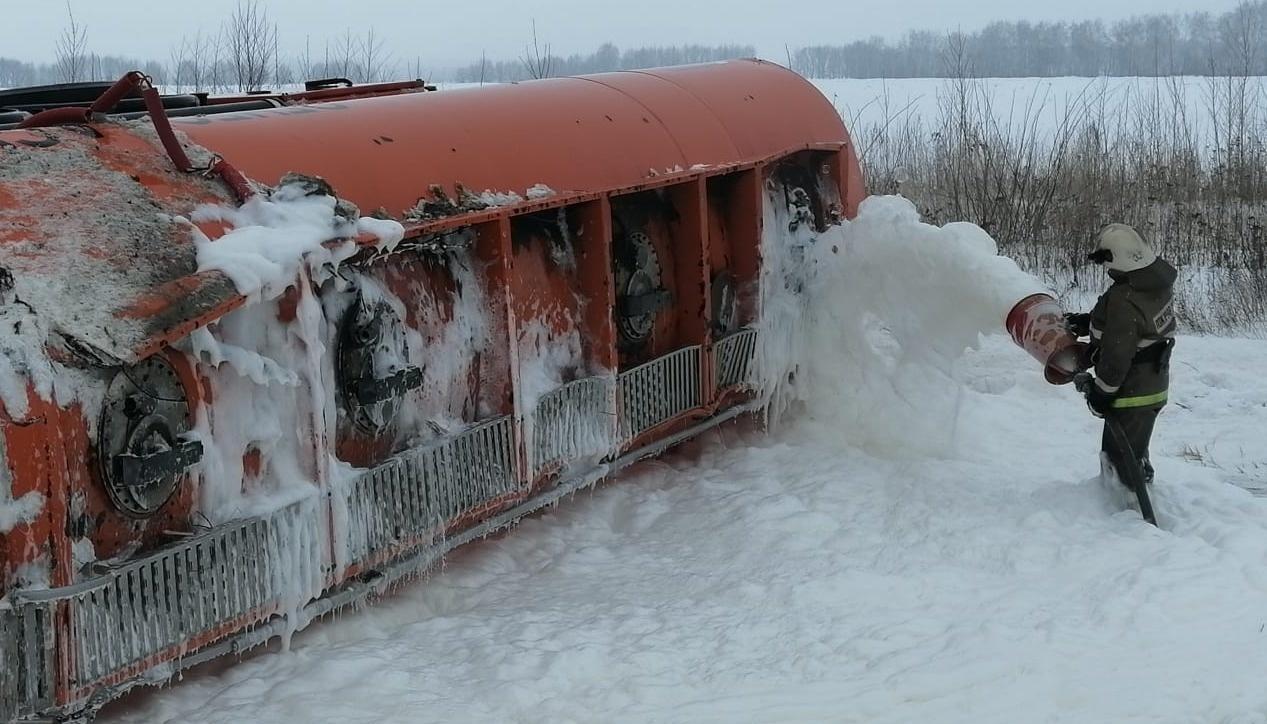Опрокидывание бензовоза МАН в районе н.п. Золотуха Лев-Толстовского муниципального района
